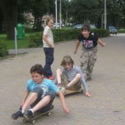 Skateboarden...
